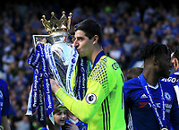 Chelsea goalkeeper Thibaut Courtois (13) kisses the premier league trophy during the Premier League match between Chelsea and Sunderland at Stamford Bridge on May 21st 2017 in London, England. <br /> Festeggiamenti Chelsea vittoria Premier League <br /> Foto Leila Cocker/PhcImages/Panoramic/Insidefoto