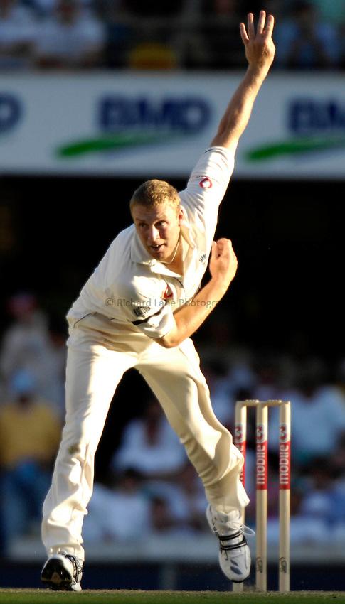 Photo: Steve Holland..Australia v England. 3 mobile Test Series, The Ashes 2006/07, 1st Test. 23/11/2006..Englands' Andrew Flintoff bowls.