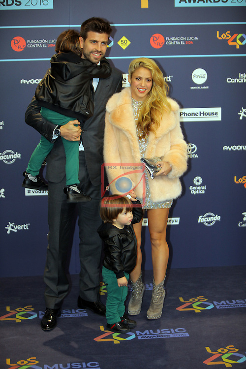 Los 40 MUSIC Awards 2016 - Photocall.<br /> Gerard Pique &amp; Shakira.