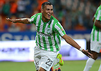 MEDELLÍN -COLOMBIA-25-10-2014. Diego Peralta jugador de Atlético Nacional celebra un gol anotado a Aguilas Pereira durante partido por la fecha 16 de la Liga Postobón II 2014 jugado en el estadio Atanasio Girardot de la ciudad de Medellín./ Diego Peralta player of Atletico Nacional celebrates a goal scored to Aguilas Pereira during the match for the 16th date of the Postobon League II 2014 at Atanasio Girardot stadium in Medellin city. Photo: VizzorImage/Luis Ríos/STR