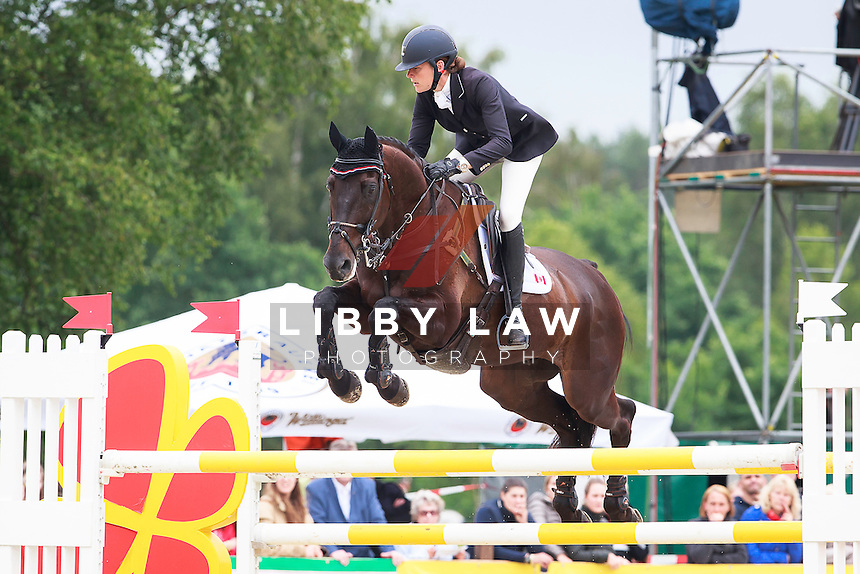 CAN-Kathryn Robinson (LET IT BEE) FINAL-9TH: CIC3* Meßmer Trophy Showjumping: 2016 GER-Luhmuehlen TGL (Sunday 19 June) CREDIT: Libby Law COPYRIGHT: LIBBY LAW PHOTOGRAPHY