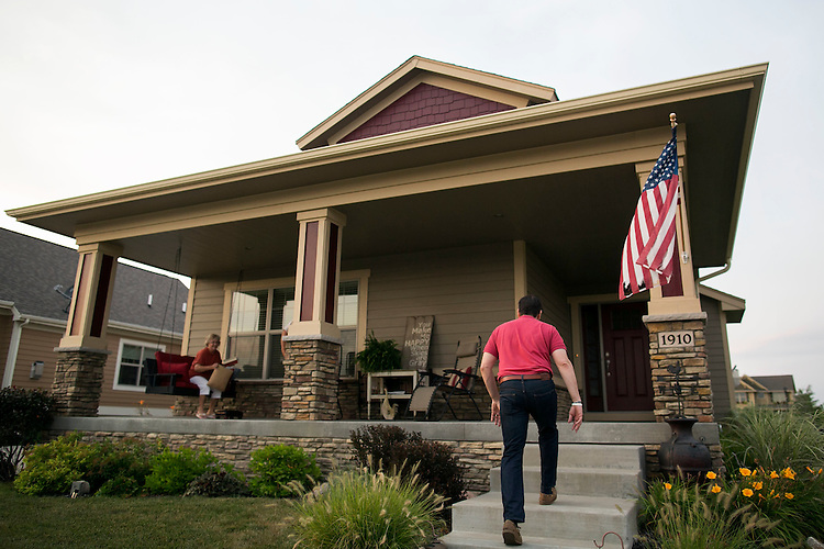 UNITED STATES - August 17: Republican presidential candidate Sen. Marco Rubio, R-Fla., heads up the stairs to meet Steve and Donna Shelley, of Ankeny in Iowa, Monday, August 17, 2015. (Photo By Al Drago/CQ Roll Call)
