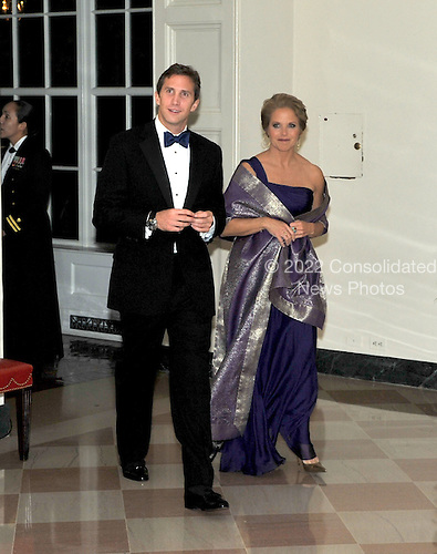 Washington, D.C. - November 24, 2009 --  Katie Couric and Mr. Brooks L. Perlin arrive for the State Dinner in honor of  Dr. Manmohan Singh, Prime Minister of India at the White House in Washington, D.C. on Tuesday, November 24, 2009..Credit: Ron Sachs / CNP.(RESTRICTION: NO New York or New Jersey Newspapers or newspapers within a 75 mile radius of New York City)