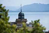 Europe/Suisse/Jura Suisse/ Neuchatel:  Le Lac de Neuchâtel et le Beffroi de la Poste vus depuis l'esplanade du Château
