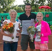 August 9, 2014, Netherlands, Rotterdam, TV Victoria, Tennis, National Junior Championships, NJK,  Prize giving, Richard Krajicek with Dewi Dijkman (R) and Anabelle Hageman runners up girls doubles 16 years<br /> Photo: Tennisimages/Henk Koster