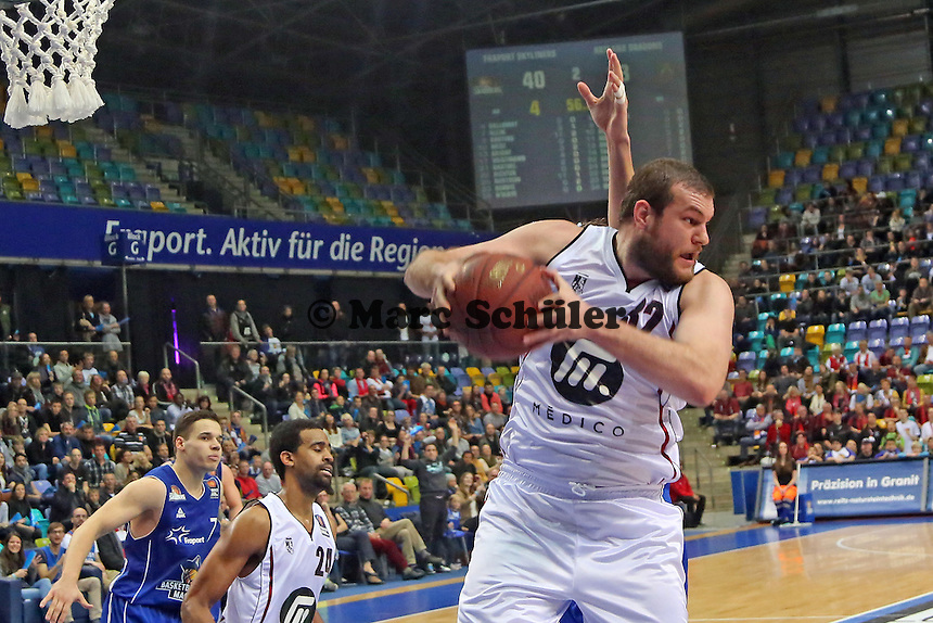 Kenneth Frease (Artland) beim Rebound - Fraport Skyliners vs. Artland Dragons Quakenbrueck, Fraport Arena Frankfurt
