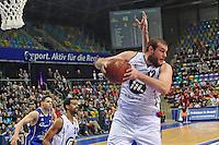 Kenneth Frease (Artland) beim Rebound - Fraport Skyliners vs. Artland Dragons Quakenbrueck, Fraport Arena Frankfurt