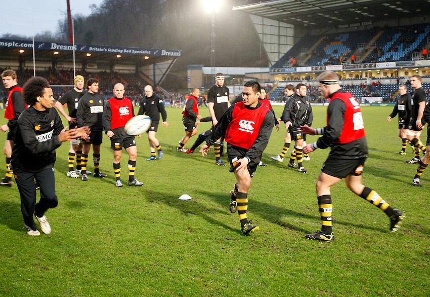 Photo: Richard Lane/Richard Lane Photography.London Wasps v Gloucester Rugby. Aviva Premiership. 13/02/2011. Wasps warm up.