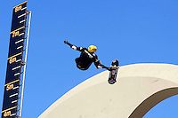 RIO DE JANEIRO, RJ, 25 AGOSTO 2012 - MEGARAMPA RIO DE JANEIRO - Final da modalidade 50ft Gap de Skate durante Desafio Megarampa, evento que acontece na cidade pela 1º vez, neste sábado, 25, na Praça da Apoteose, Rio de Janeiro. (FOTO: GUTO MAIA / BRAZIL PHOTO PRESS).