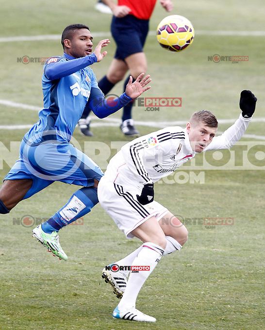 Getafe's Jorge Sammir (l) and Real Madrid's Toni Kroos during La Liga match.January 18,2013. (ALTERPHOTOS/Acero) /NortePhoto<br /> NortePhoto.com