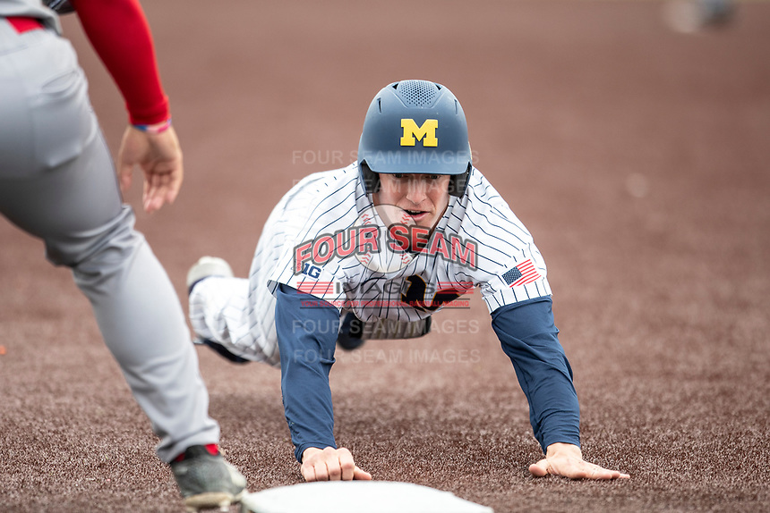Michigan Wolverines first baseman Jimmy Kerr (15) dives back to first base during a pick off attempt against the Rutgers Scarlet Knights on April 27, 2019 in the NCAA baseball game at Ray Fisher Stadium in Ann Arbor, Michigan. Michigan defeated Rutgers 10-1. (Andrew Woolley/Four Seam Images)
