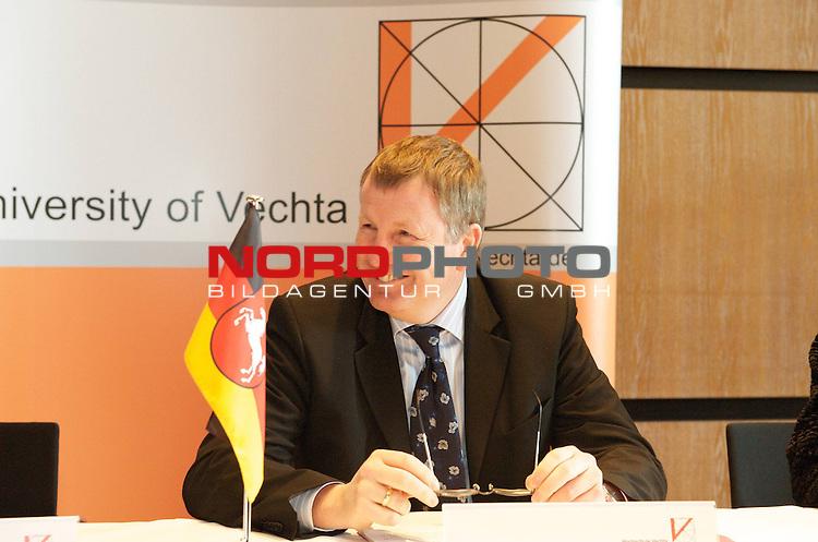 UNiversit&auml;t Vechta - Die Landesrregierung hat auf Vorschlag von Minister Stratmann der Namens&auml;nderung sowie einer entsprechenden &Auml;nderung des Nieders&auml;chsichen Hochshculgesetzes zugestimmt.<br /> <br /> Foto:  Minister Lutz Stratmann, Minister f&uuml;r Kultur und Wissenschaft<br /> <br /> Foto: &copy; nph ( nordphoto )