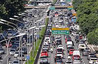 SAO PAULO, 22 DE FEVEREIRO DE 2013. - TRANSITO SP - Transito intenso na Avenida 23 de Maio, regiao sul da capital, na manha desta sexta feira, 22. (FOTO: ALEXANDRE MOREIRA / BRAZIL PHOTO PRESS)