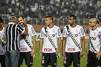 SAO PAULO, SP, 11 JULHO 2012 - CAMPEONATO BRASILEIRO - COR X BOT -  Danilo (E) do Corinthians durante partida contra Botafogo valido pela setima rodada do Campeonato Brasileiro no Estadio do Pacaembu na noite dessa quarta-feira, 11 - FOTO: WILLIAM VOLCOV - BRAZIL PHOTO PRESS.
