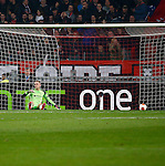 Nederland, Amsterdam, 20 februari 2014<br /> Europa League<br /> Seizoen 2013-2014<br /> Ajax-FC Salzburg<br /> Jasper Cillessen, doelman (keeper) van Ajax zit teleurgesteld op de grond na het derde doelpunt van Salzburg