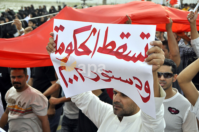 Thousands of Bahraini anti-government demonstrators chant slogans against the king on March 11, 2011 as they march toward the royal palace in Manama where a group of pro-regime loyalists waited with clubs, swords and metal pipes. Photo by Ammar A.rasool