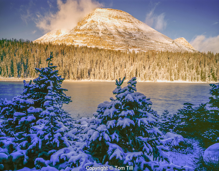 Mirror Lake with fall snow, High Uintas, Utah Wastach/Cache National Forest. Uinta Mountains