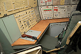 Kontrollzentrum mit Schaltpult  / Control compartment, Missile launch control panels;