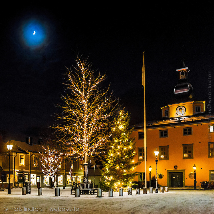 Julbelysning vid Rådhustorget och vinter Vaxholm Roslagen