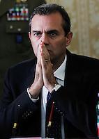 Luigi De Magistris durante la  firma del protocollo per il passaggio della caserma Bixio alla scuola della Nunziatella