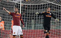 Calcio, Serie A: Roma vs Genoa. Roma, stadio Olimpico, 3 marzo 2013..AS Roma midfielder Daniele De Rossi, left, and goalkeeper Maarten Stekelenburg, of the Netherlands, gesture during the Italian Serie A football match between AS Roma and Genoa at Rome's Olympic stadium, 3 March 2013..UPDATE IMAGES PRESS/Riccardo De Luca