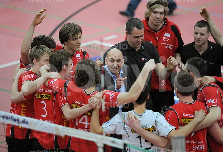 Volleyball  1. Bundesliga  2008/200909.03.2009 ENBW TV Rottenburg  - TSV Giesen/Hildesheim TV R Teamkreis nach dem Spiel, Trainer Hans Peter Mueller - Angstenberger (Mitte) mit Team