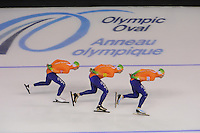 SCHAATSEN: CALGARY: Olympic Oval, 09-11-2013, Essent ISU World Cup,Team Pursuit, Jan Blokhuijsen, Sven Kramer, Koen Verweij (NED), ©foto Martin de Jong