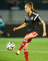 20150922 - LEUVEN ,  BELGIUM : Belgian Tessa Wullaert pictured  during warming up of the female soccer game between the Belgian Red Flames and Bosnia and Herzegovina , the first game in the qualification for the European Championship in France 2017  , Thursday 22 September 2015 at Stadion Den Dreef  in Leuven , Belgium. PHOTO DAVID CATRY