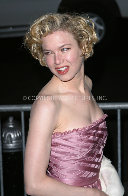 "Renee Zellweger arrives at the special screening of ""Chicago."" New York, December 18, 2002. Please byline: NY Photo Press. REF: M19 -- THIS REFERENCE CODE MUST APPEAR ON YOUR SALES REPORT, THANK YOU.....*PAY-PER-USE*      ....NY Photo Press:  ..phone (646) 267-6913;   ..e-mail: info@nyphotopress.com"