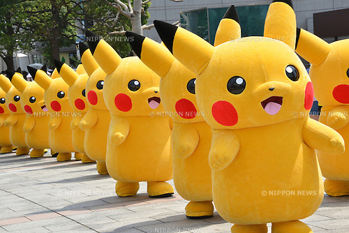 "August 10, 2016, Yokohama, Japan - 20 Pikachu characters, Nintendo's videogame software Pokemon's wellknown character, march at a shopping mall in Yokohama, suburban Tokyo on Wednesday, August 10, 2016. The Pikachu mascots walk around the shoppjng mall daily to attract summer vacationers as a part of the ""Great Pikachu Outbreak"" event through August 14.    (Photo by Yoshio Tsunoda/AFLO) LWX -ytd-"