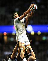 Tom Wood of England secures the lineout ball during the QBE Autumn International match between England and New Zealand at Twickenham on Saturday 16th November 2013 (Photo by Rob Munro)