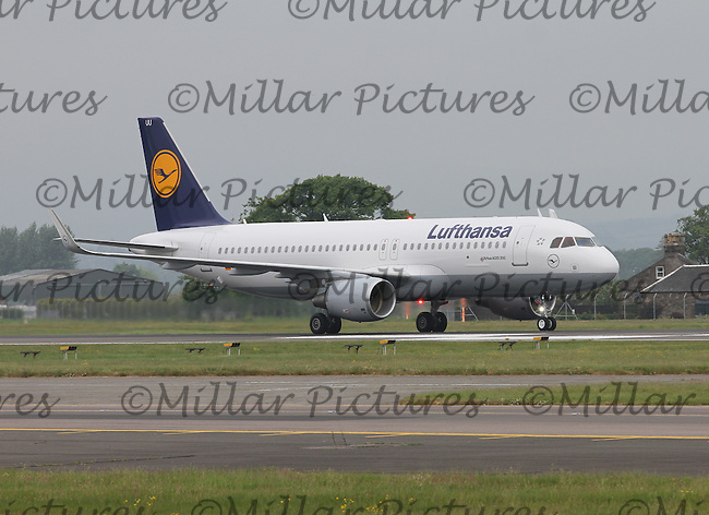 A Lufthansa Airbus A320-214 Registration D-AIUU at Glasgow Airport on 4.6.16 arriving from Munich Airport.