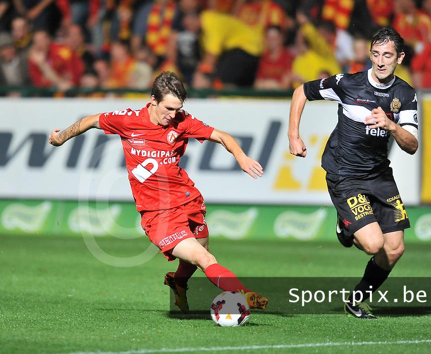 KV Kortrijk - KV Mechelen : Benito Raman dribbelt voorbij Maxime Biset (rechts)<br /> foto VDB / Bart Vandenbroucke