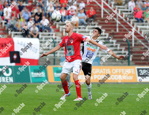 2013-08-18 / Voetbal / Seizoen 2013-2014 / R. Antwerp FC - Bocholter / Wim De Decker (Antwerp) met Bekir Car in de rug<br /><br />Foto: mpics.be
