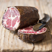 Europe/France/2A/Corse du Sud/Bocognano: Coppa ,   Charcuterie corse AOC de Paul Marcaggi, éleveur porcin, castanéiculteur et artisan charcutier à Bocagnano _ Charcuterie Corse AOC: A Bucugnanesa<br /> Charcuterie vendue dans sabourique d' Ajaccio: Boutique: U Stazzu  Les saveurs authenthiques // France, Corse du Sud, Bocognano, coppa, AOC Corsican cooked meats of Paul Marcaggi, sold in his shop U Stazzu Les Saveurs Authentiques