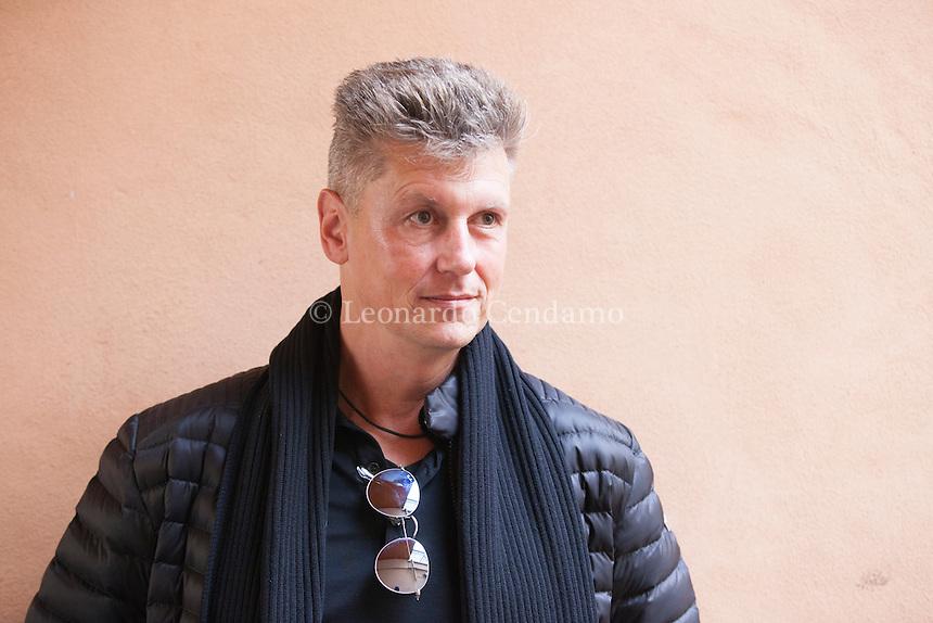 Wulf Dorn (Ichenhausen, 20 aprile 1969) è uno scrittore tedesco. La sua fama internazionale è stata raggiunta grazie al suo primo romanzo La psichiatra. 4 Febbraio 2017. Nebbia Gialla Suzzara Noir Festival. © Leonardo Cendamo