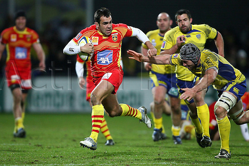05 03 2010 Copyright Actionplus/Panoramic . Clermont versus Perpignan French Top 14 League.  Jamie Cudmore ASM and David Marty USAP .  Photo : Imago/Actionplus. Editorial Use UK.
