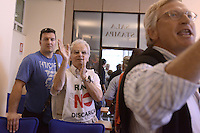 Roma, 4 Giugno 2012.Ministero dell'Ambiente.Vertice emergenza rifiuti ..Decisione presa per il sito di Pian dell'Olmo che sostituisce Malagrotta..Durante la conferenza stampa del prefetto Goffredo Sottile, commissario per l'emergenza rifiuti a Roma, gli abitanti di Riano contestano la decisione e viene interrotta la conferenza