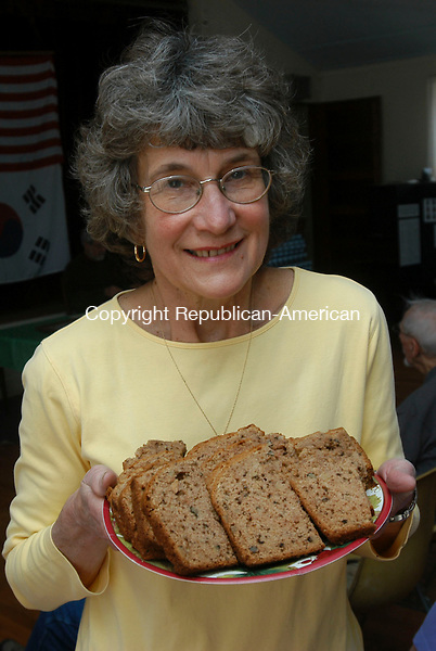 OXFORD, CT-20 MARCH 2010-032010IP05- FOR COUNTRY LIFE Marilyn Stebar of Oxford made Spicy Apple Bread for the Oxford Historical Society meeting at the Oxford Grange Hall on Saturday.  Refreshments at the meeting were made using Civil War-era recipes. <br /> Irena Pastorello Republican-American