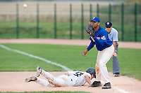 12 Aug 2007: Ernesto Martinez is seen at first base during game 5 of the french championship finals between Templiers (Senart) and Huskies (Rouen) in Chartres, France. Huskies defeated Templiers 9-8 to win their fourth french championship.