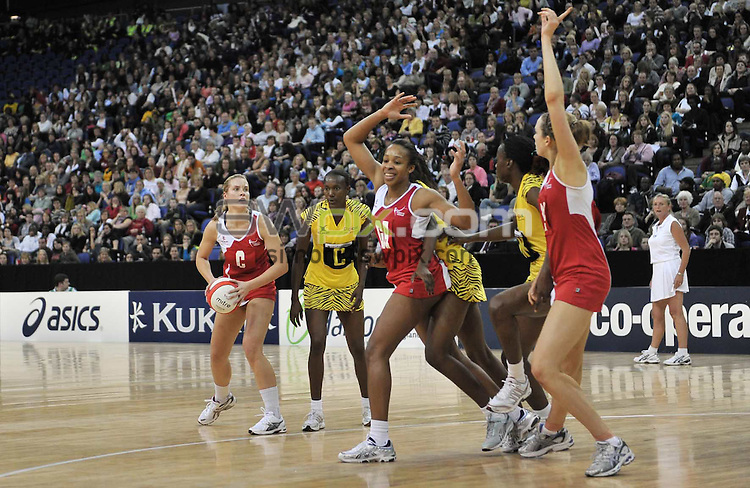 PICTURE BY Ben Duffy/SWPIX.COM - Netball - The Co-Operative International Series - England v Jamaica, First Test - O2 Arena, London, England - 22/02/09...Copyright - Simon Wilkinson - 07811267706...England's Tamsin Greenway