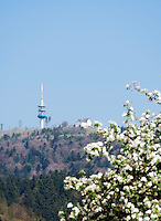 Germany, Baden-Wuerttemberg, Markgraefler Land, near Badenweiler, peak Blauen (1.165 m) with view tower and transmitter tower for tv and radio programs and mountain-house Hochblauen | Deutschland, Baden-Wuerttemberg, Markgraeflerland, bei Badenweiler, Gipfel des Blauen (1.165 m) mit Aussichtsturm und Sendemast fuer Radio- und Fernsehprogramme und das Berghaus Hochblauen
