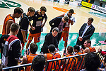 S&ouml;dert&auml;lje 2014-01-03 Basket Basketligan S&ouml;dert&auml;lje Kings - Bor&aring;s Basket :  <br /> Bor&aring;s head coach Pat Ryan under en timeout med Bor&aring;s spelare<br /> (Foto: Kenta J&ouml;nsson) Nyckelord:  timeout