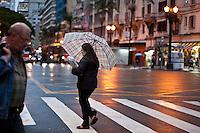 SAO PAULO, 14 DE MAIO DLE 2012. CLIMA E TEMPO EM SAO PAULO. Chuva durante a tarde de segunda feira, na av sao joao com ipiranga na regiao central de São Paulo.FOTO VAGNER CAMPOS- BRAZIL PHOTO PRESS