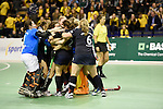 Berlin, Germany, January 31: Players of Duesseldorfer HC celebrates after winning the 1. Bundesliga Damen Hallensaison 2014/15 semi-final hockey match between Uhlenhorster HC (light blue) and Duesseldorfer HC (dark blue) on January 31, 2015 at the Final Four tournament at Max-Schmeling-Halle in Berlin, Germany. Final score 4-7 (1-3). (Photo by Dirk Markgraf / www.265-images.com) *** Local caption ***