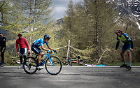 race leader (and eventual stage winner) Richard Carapaz (ECU/Movistar) up the Colle San Carlo (Cat1/1921m/10.1km/9.8%)<br /> <br /> Stage 14: Saint Vincent to Courmayeur/Skyway Monte Bianco (131km)<br /> 102nd Giro d'Italia 2019<br /> <br /> ©kramon