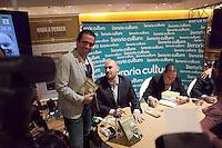 SAO PAULO, SP, 1 DE SETEMBRO 2012 -  CULTURA - O consultor de etiqueta Fabio Arruda e visto no Lancamento do Livro sobre a Biblografia do Pastor Edir Macedo, na Livraria Cultura da Av. Paulista, zona central da cidade,neste sabado (1).FOTO Ricardo Lou - BRAZIL PHOTO PRES