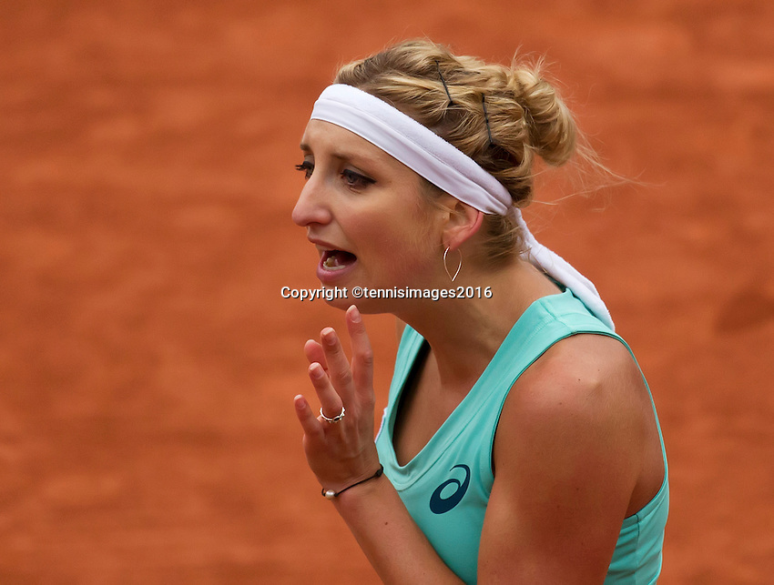 Paris, France, 01 June, 2016, Tennis, Roland Garros, Womans quarter final  Timea Bacsinszky (SUI) is frustrated in her match against Kiki Bertens (NED)<br /> Photo: Henk Koster/tennisimages.com
