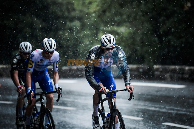 The peloton led by Tim Declercq (BEL) Deceuninck-Quick Step as the rain falls during Stage 3 of Tour de France 2020, running 198km from Nice to Sisteron, France. 31st August 2020.<br /> Picture: ASO/Pauline Ballet   Cyclefile<br /> All photos usage must carry mandatory copyright credit (© Cyclefile   ASO/Pauline Ballet)