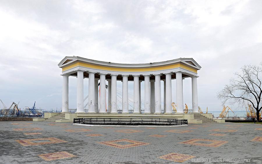 Ukraine; Odessa; Flughafen; Airport; Aereovoksal; Neoklassich; Oper; Opernhaus; Opera; Barock; Panorama; Arkadia; Strand; Toboga; Rutschbahn; Winter; römische säulen; Schwarzesmeer; Restaurant, Black Sea